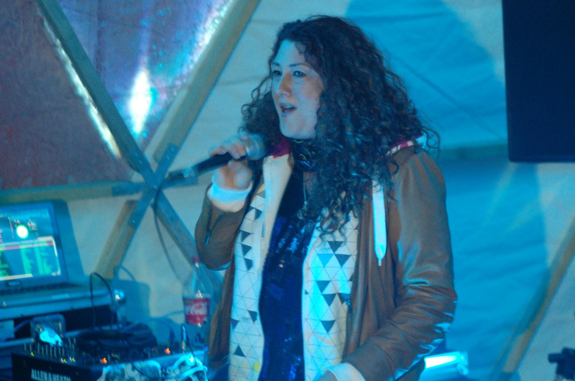 Emma chante à l'intérieur du dôme (Val Torens 2014)