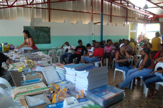 Distributions scolaires au Marin