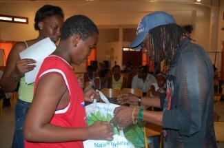 Distributions scolaires à St-Anne