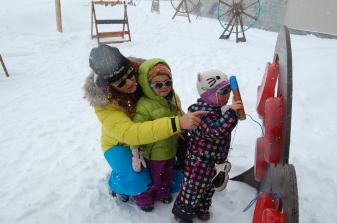 Emma en compagnie des enfants à Val Thorens